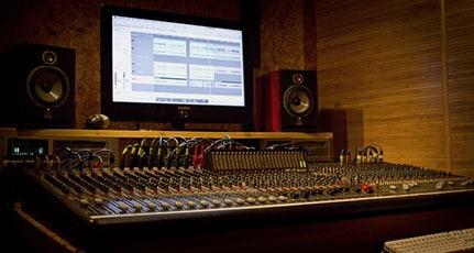 сколько стоит записать песню в студии